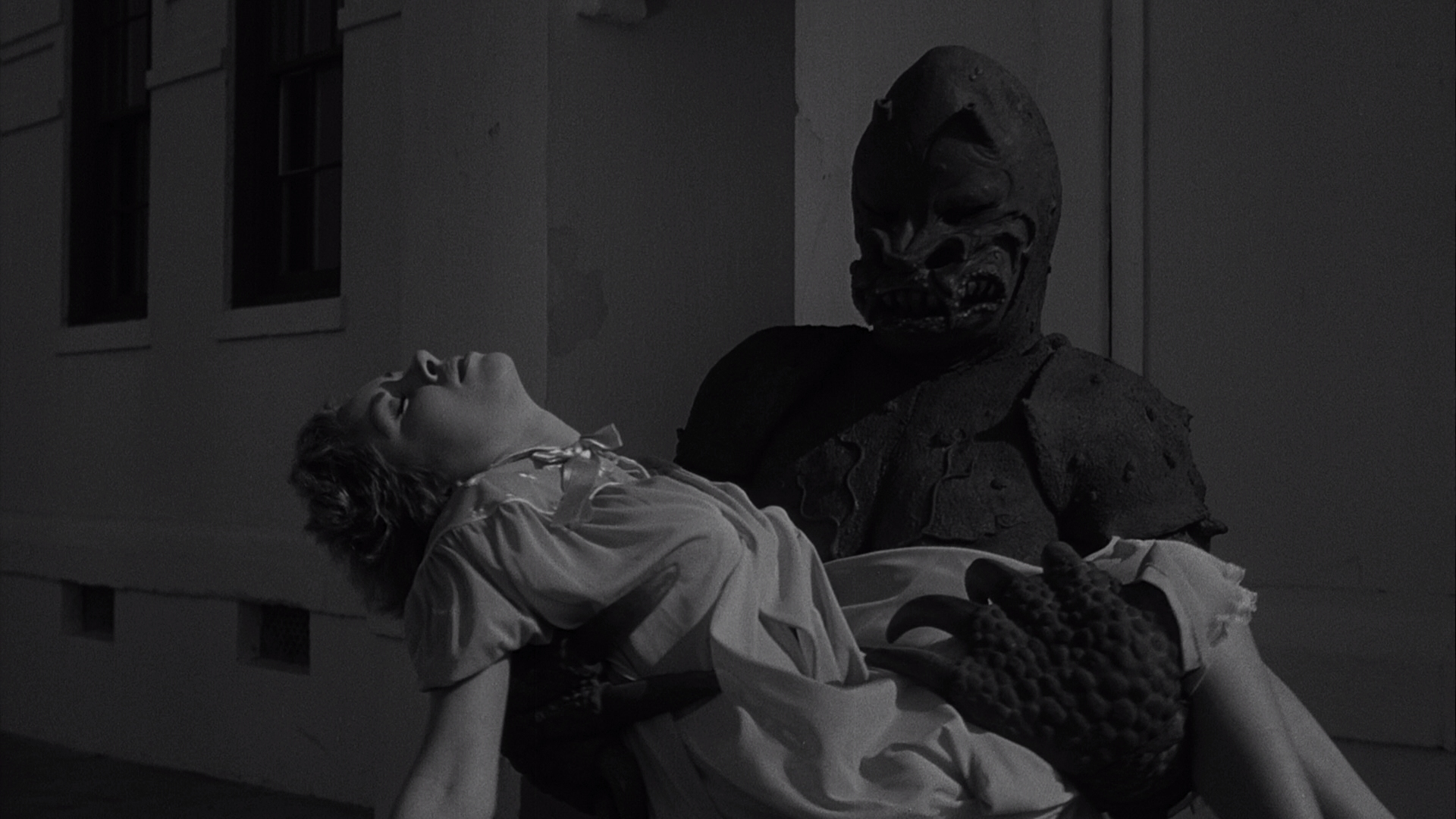 The Monster of Piedras Blancas Blu-ray screen shot 16